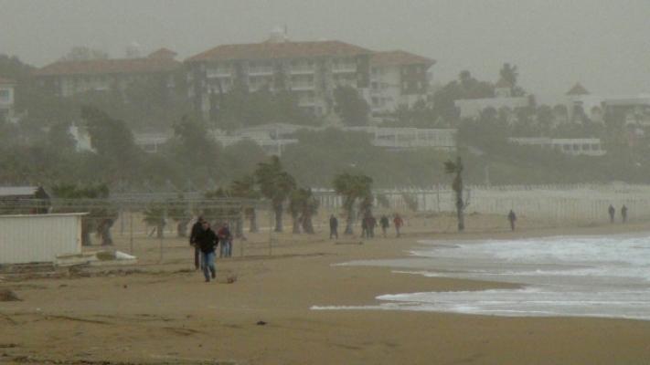 Manavgat'ı toz bulutları kapladı