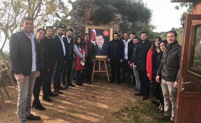 Gençlerden Azeri ressama ziyaret