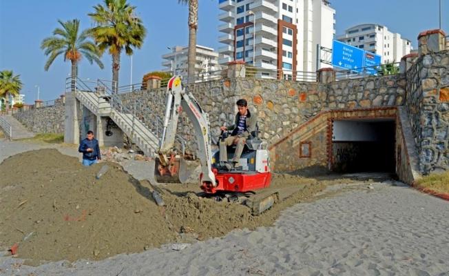 Alanya Belediyesi'nden  alt geçit temizliği