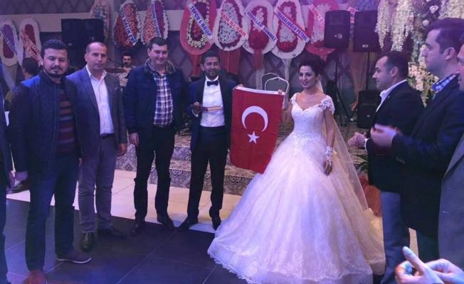 Geline Kur'an  damada bayrak