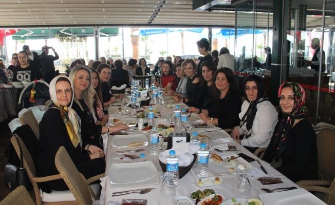 Alanya Kadınları'ndan 'Özel' yemek