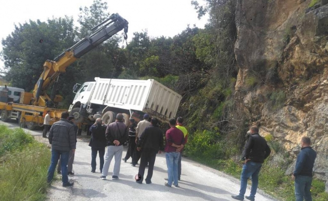 Freni patlayan kamyon dehşet saçtı!