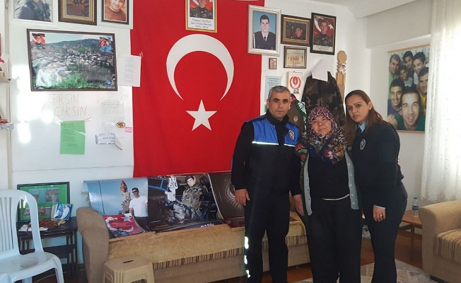 Polis şehit ailelerini ziyaret etti