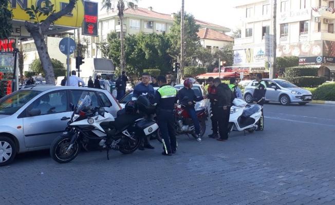 Polisten motosiklet denetimi