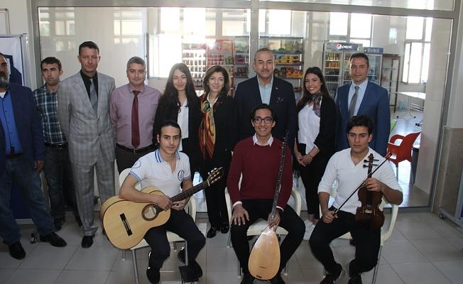 Çavuşoğlu okuduğu okulu ziyaret etti