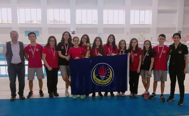 TED Alanya'nın yıldız  kızlarından büyük başarı