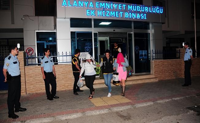 Alanya'da fuhuş mağduru 20 kadın sınır dışı edildi