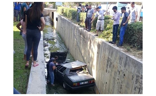 Alanya'da otomobil su kanalına uçtu
