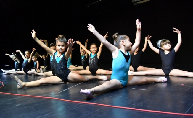Minik balerinler büyüledi