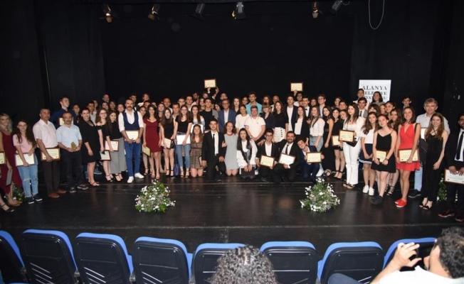 Okullara tiyatro ödülü