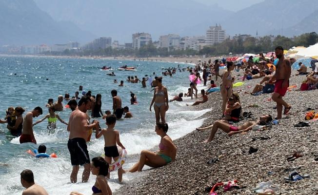 40 dereceyi bulan sıcak  hava sahilleri doldurdu