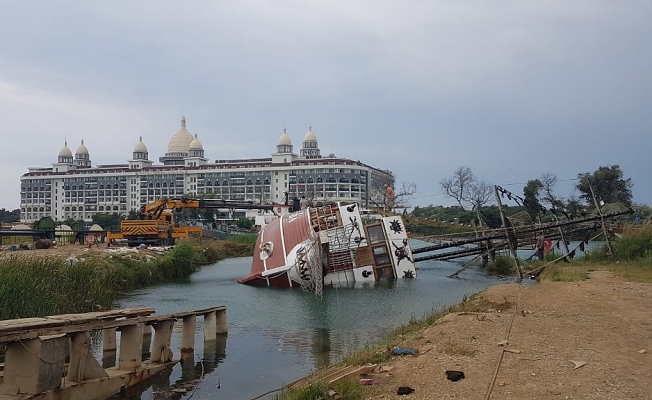 Tur teknesi yan yattı