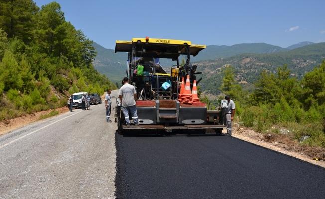 Büyükşehir'den Dim Vadisi'ne kaymak gibi asfalt