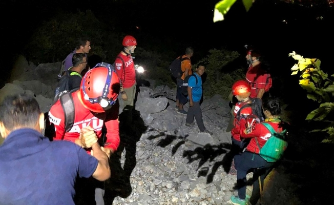 Amatör dağcıları  AKUT kurtardı