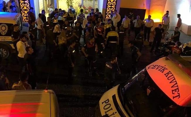 En mutlu gününü zehir ettiler: 1'i polis 4 yaralı