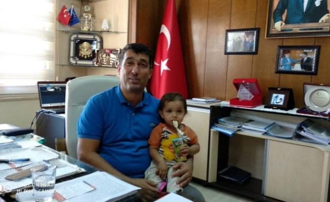 Suriyeli bebeği Çelik sakinleştirdi