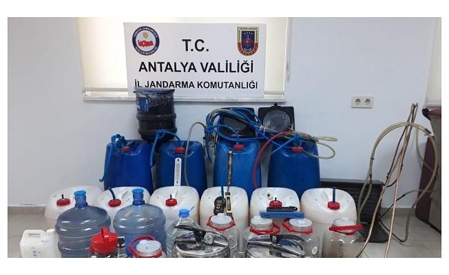 Alanya'da alkol imalathanesine dönüştürülen eve jandarma baskını