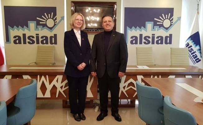 Anastasia Çetinkaya ALSİAD'ı ziyaret etti
