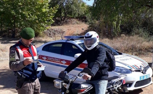 Alanya'da Jandarma çalıntı motosikleti sahibine teslim etti