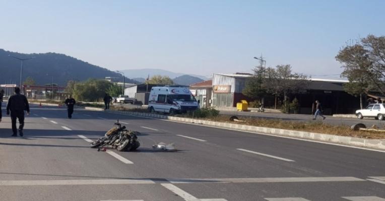 Alanya'da iş makinesiyle motosiklet çarpıştı: 2 kadın yaralı