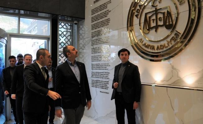 Bakan Gül, Başsavcı  Emre'yi ziyaret etti