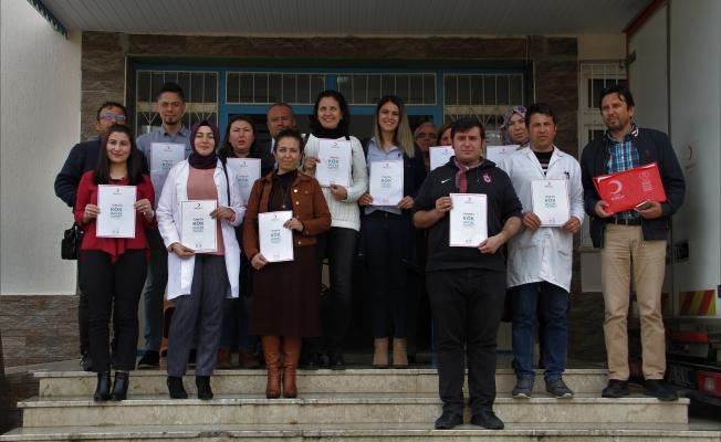 Alanya'da Eğitimci ve velilerden Kızılay'a büyük destek