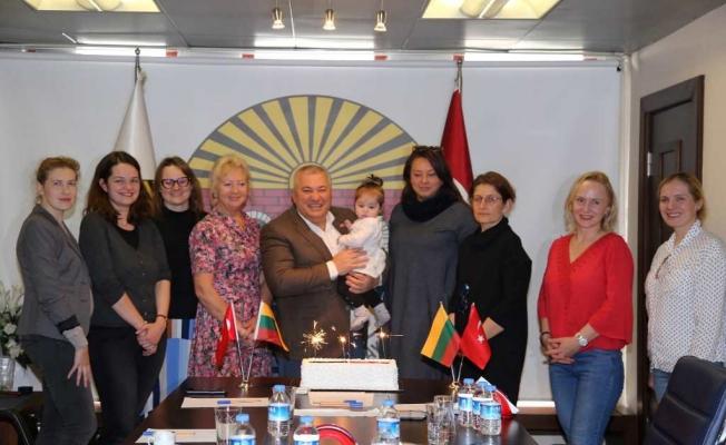Litvan'lardan Konsolos Şahin'e ziyaret
