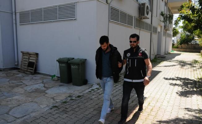 Alanya'da kargoda uyuşturucu yakalatan şüpheli tutuklandı