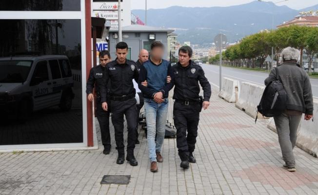 Alanya'da 5 işyerini soyan hırsız son işinde yakayı ele verdi