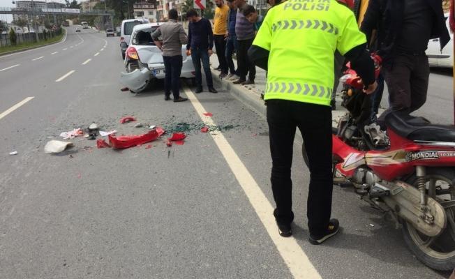 Alanya'da araca çarpan kadın motosikletli yaralandı