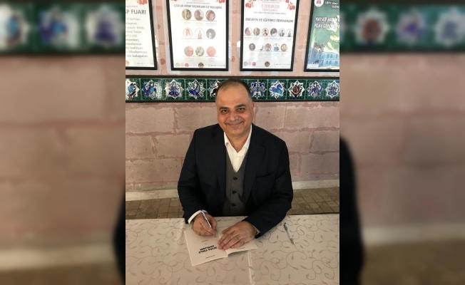 Dr. Kalay 'Sevda Yüklü Gemilerim' adlı kitabını imzaladı