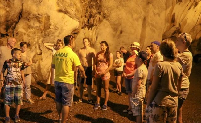 Beş milyon yıllık mağara ziyaretçi akınına uğruyor