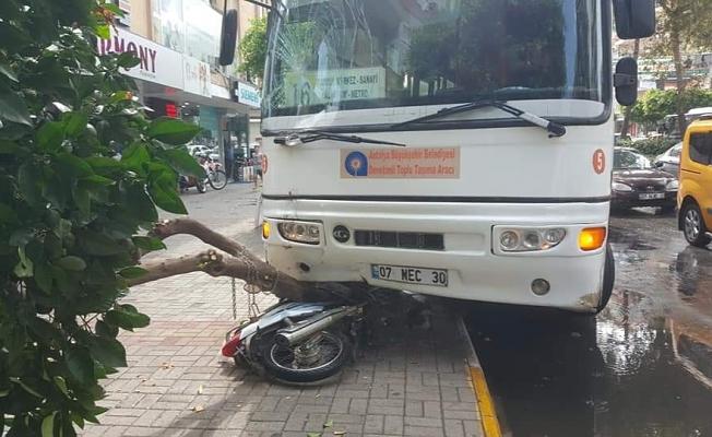 Alanya'da kontrolden çıkan halk otobüsü korku dolu anlar yaşattı!