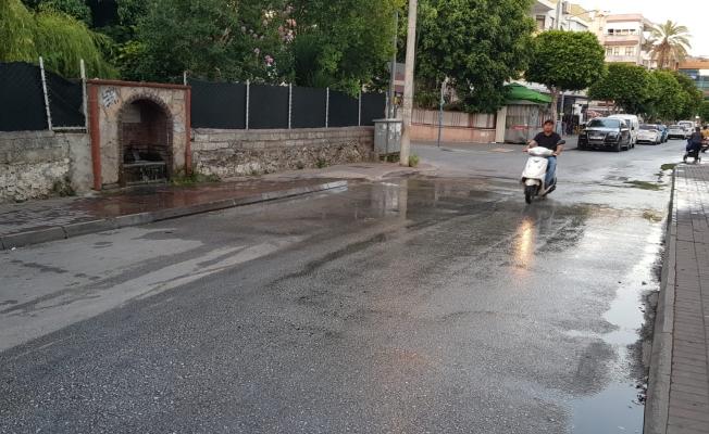 Islak yol, kazaya davetiye çıkartıyor!