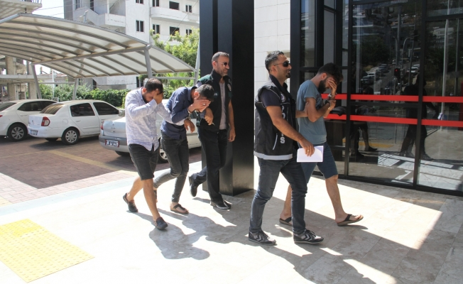 Alanya'da otomobilden uyuşturucu hap çıktı: 3 gözaltı