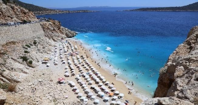 Turkuaz mavisi plaj 4 günde 25 bin ziyaretçi ağırladı