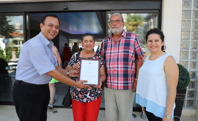 50 yıldır Alanya'ya tatile gelen turist çifte ödül