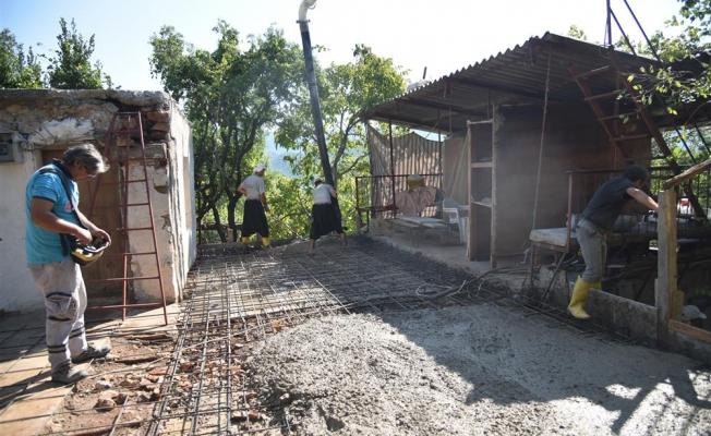 Alanya Belediyesi yaşlı çiftin evini yeniliyor