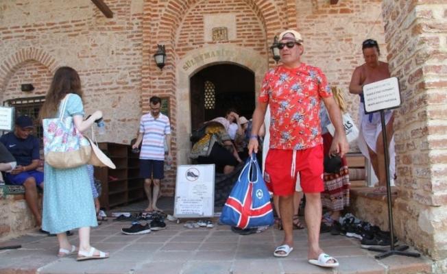 Alanya'da 788 yıllık tarihi camiye turistler yoğun ilgi gösteriyor