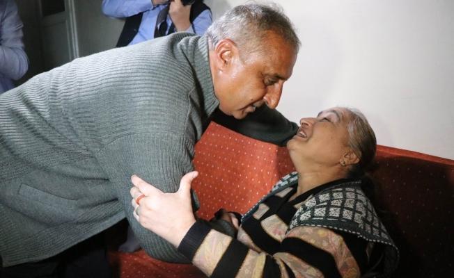 Anne ile oğlu buluştu, göz yaşları sel oldu!
