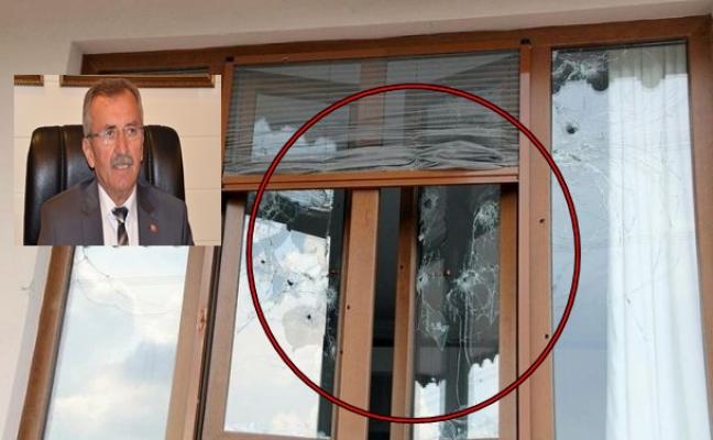 Belediye başkanının evine silahlı saldırı!