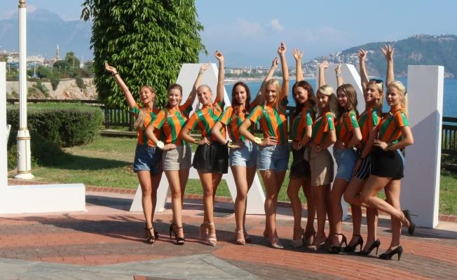 Finli güzellerden Alanyaspor'a destek
