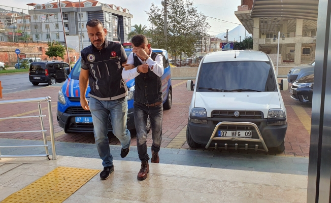 Alanya'da 2 kilogram 'yeşil kokain'olarak bilinen uyuşturucu ele geçirildi
