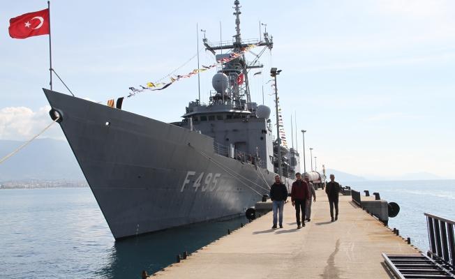 Alanya'da savaş gemisine ziyaretçi akını yaşandı