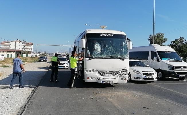 Tur midibüsü tur otobüsüne çarptı : 6 yaralı