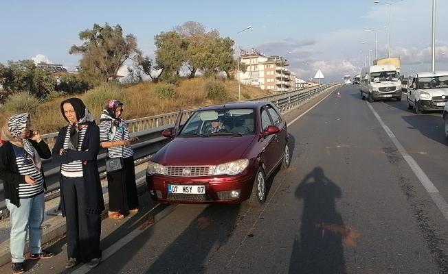 Yola dökülen tomruklar kazaya sebep oldu!