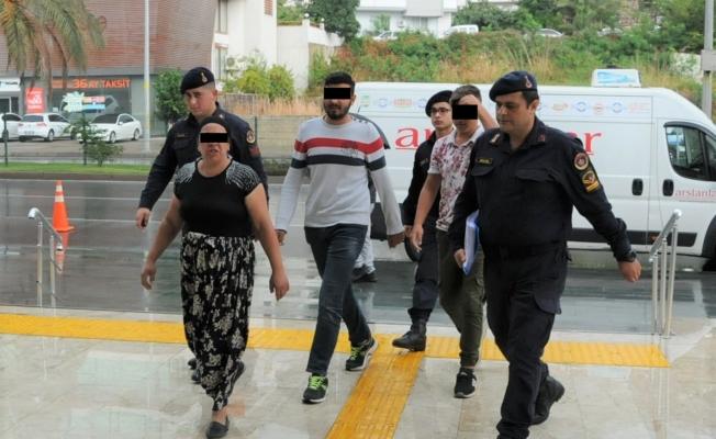 Alanya'da tepsi ve plastik kasa hırsızları yakalandı!