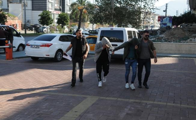 Aranan hırsızlar Alanya'da yakalandı