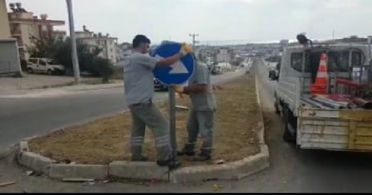 Büyükşehir Alanya'da trafik levhalarını yeniledi