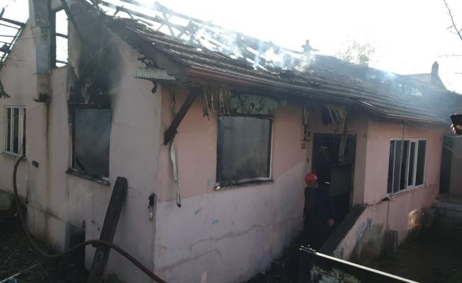 Ev yangınında 2 çocuk yanarak hayatını kaybetti
